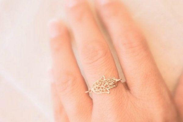 meghan markle style ring hamsa hand