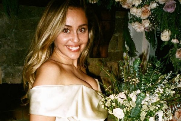 Miley Cyrus just shared some beautiful new photos from her wedding to Liam Hemsworth.