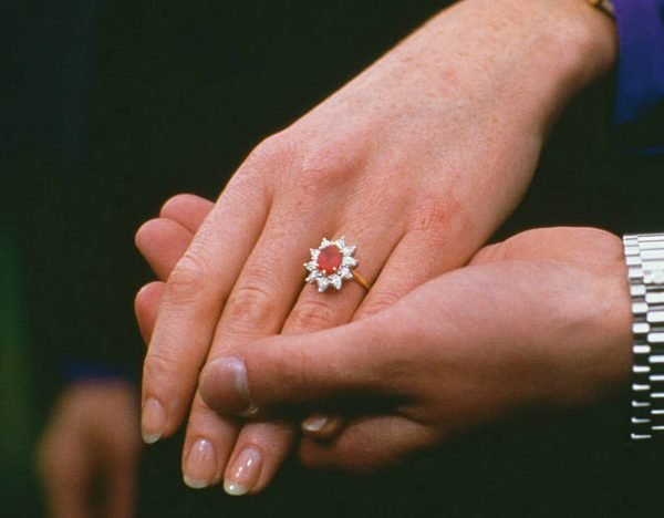 sarah-ferguson-engagement-rings