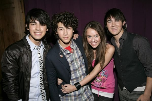 jonas-brothers-miley-cyrus