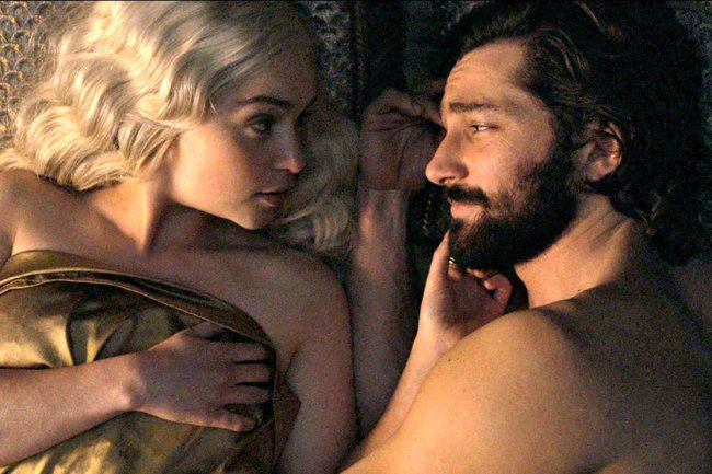 game-of-thrones-sex-holding