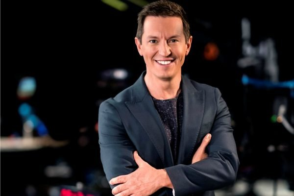 """She tried to jump out of the car"": Rove McManus on his awkward Pamela Anderson interview."