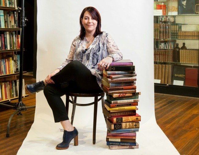 Author Rachael Johns. Image via Harper Collins.