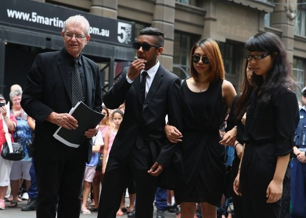 Sydney Siege victims pay their respects at Martin Place. Image via Getty.
