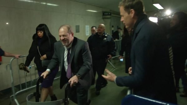 60 Minutes reporter Tom Steinfort questioning Harvey Weinstein on his way to court. Image credit: 60 Minutes and Channel Nine.