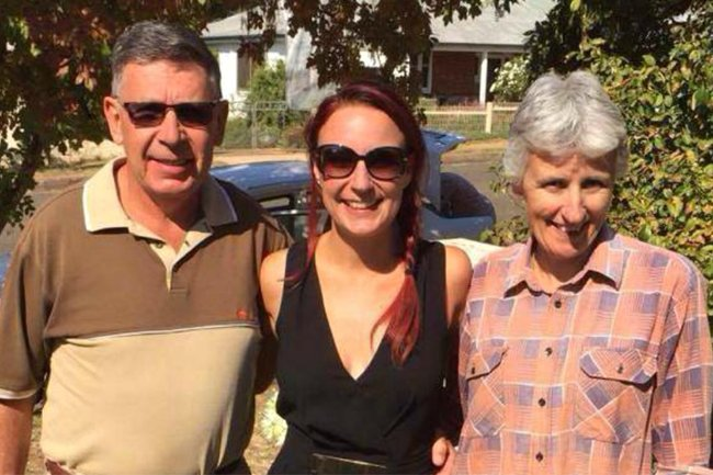 scott-family-facebook-her-sister-mum-and-dad-1